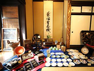 「宝来美術」の買取は、美術品から古書まで<br>価値ある品を見逃しません。